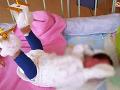 Nepochopiteľná zlomenina novorodeniatka: Mama je presvedčená, že v nemocnici ublížili jej dieťatku