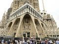 Španielsko smúti: V barcelonskej bazilike Sagrada Familia si pripomenuli obete útokov
