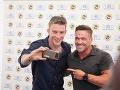 Juraj Bača si urobil selfie s Chrisom Powellom.