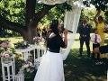Novomanželom prišla zaspievať ich dobrá kamarátka Tina.