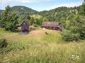 Na Farme sa nachádza len malá chatka a drevený prístrešok. Zvyšok si budú musieť súťažiaci vybudovať sami.