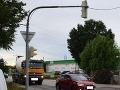 Arogantný vodič v Bratislave zrazil cyklistu a z miesta nehody ušiel: FOTO Pomôžte pri pátraní