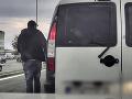 VIDEO Vodiča roka zastavili v Bratislave: Keď sa pozreli policajti do počítača, neverili vlastnému úlovku