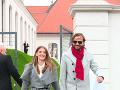 Medzi pozvanými bol aj režisér Ján Ďurovčík s priateľkou, herečkou Barborou Hlinkovou.