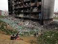 Košice sa postupne zbavujú najväčšej opachy: Na Luníku IX začali búrať desiatu bytovku