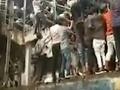 VIDEO Nešťastný dôsledok paniky na indickej vlakovej stanici: Dav ušliapal viacerých ľudí