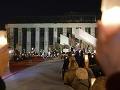 Sviečková manifestácia v Poľsku: Tisíce ľudí v uliciach potestovali proti reforme justície