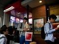 Pracovník McDonaldu radí: Keď si tu kupujete jedlo, vždy si vypýtajte účet!