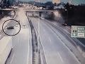 VIDEO Hrozivo vyzerajúca nehoda na D2 pred Sitinou: Cestný pirát, ktorý môže za zrážku, unikol