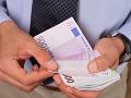 Dobrá správa pre zamestnancov v štátnej a verejnej službe: Ich platy od januára stúpnu