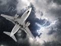 Hrozivé chvíle tesne pre pristátím: Lietadlo sa dostalo do turbulencie, zranení cestujúci