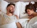 Ak máte partnera, treba občas spať na oddelených lôžkach: Tomuto všetkému to pomáha