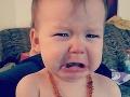 Dievčatko (19 mes.) si strčilo do úst nabíjačku: FOTO, z ktorých budú mať rodičia nočné mory