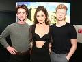 Celeste Buckingham s hereckými kolegami Janom Komínkom a Adamom Mišíkom.