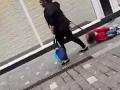 VIDEO Šokujúce zábery z ulíc mesta: Matka (31) ťahala synčeka (4) na vôdzke, má vysvetlenie