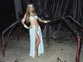 Paris Hilton si halloweensky žúr užívala.
