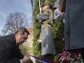 Danko pred pamätníkom Alexandra Dubčeka