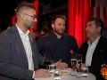 Scenárista Andy Kraus si počas večera poklebetil so spevákom Tomášom Bezdedom a hereckým kolegom Petrom Marcinom.