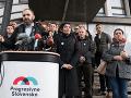Na snímke líder hnutia Progresívne Slovensko Ivan Štefunko s ďalšími členmi