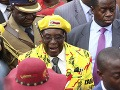 Napätie v Zimbabwe stúpa: Prezidenta Mugabeho chce zosadiť aj vládnuca strana