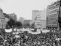 Manifestácia desaťtisícov Bratislavčanov na Námestí SNP v Bratislave