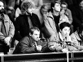 Stretnutie členov koordinačných výborov VPN zo Slovenska 9. decembra 1989 v Bratislave. Na snímke členovia pracovného predsedníctva zľava dole Milan Kňažko a Ján Budaj.