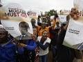 Do ulíc vyšli tisícky ľudí, vládna strana požaduje rezignáciu diktátora: FOTO Mugabe musí odísť