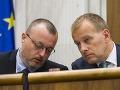 Na snímke vľavo poslanec Milan Krajniak a vpravo poslanec Boris Kollár