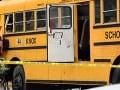 Tragická nehoda v Spojených štátoch: Auto napálilo do školského autobusu, dvaja mŕtvi