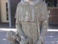 FOTO Katolícka škola sa poriadne hanbí za sochu svätca: Čo to, preboha, drží v rozkroku?!