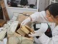VIDEO Pri obnove sochy Ježiša narazili na niečo nečakané: Tajomný list kňaza spred 250 rokov