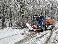 Vodiči pozor: Horský priechod Soroška je neprejazdný, situáciu na cestách komplikuje sneženie