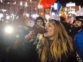 Rumuni zúria, vláda kradne a je skorumpovaná: Demonštranti rozpútali pred parlamentom  peklo