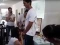 VIDEO Učiteľka ukázala študentom, ako sa nasadzuje kondóm ústami: Na tínedžerovom...