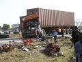 Cestu domov poznačila tragédia: Zrážku nákladného auta s minibusom neprežilo 17 ľudí