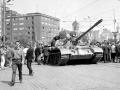 snímky z Bratislavy 22.augusta 1968, deň po vstupe sovietskych tankov do mesta.  Na snímke Štúrova ulica a Námestie SNP.