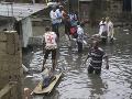 FOTO Metropolu Konga zasiahli brutálne záplavy, vyžiadali si už 44 mŕtvych