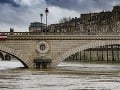 Parížanov máta stúpajúca Seina: Hromadné chystanie obchodov na záplavy