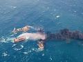 Z paluby horiaceho tankera