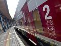 Tragédia na koľajniciach: Tupý náraz do vlaku, rušňovodič v šoku