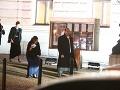 Ivetu Malachovskú na ceste domov potrápili plesové šaty a topánky.