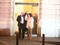 Speváčku Celeste Buckingham pred budovu odprevadil manažér Lumir Matti.