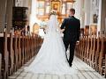 Veriaci sa búria: Vláda potichu zaviedla poplatky za cirkevný sobáš