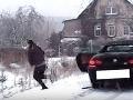 Bizarná policajná naháňačka v Česku: VIDEO S BMW unikal na letných gumách, to je pohľad!