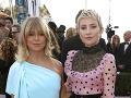 Goldie Hawn a Kate Hudson na červenom koberci.