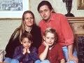 Macaulay Culkin na rodinnej fotografii z roku 1990 s otcom Kitom, mamou Patriciou a bratom Kiernanom