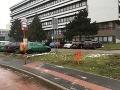 Čerstvý vzduch a žiadne telo na telo: FOTO Najkurióznejšia zastávka v Bratislave valcuje internet