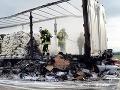 Odstrašujúce FOTO z nehody na diaľnici: Porsche vrazilo do kamióna, smrť vodiča v plameňoch
