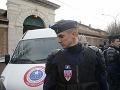 Grécku metropolu vydesil výbuch: Podozrivý balíček pred kostolom zranil policajta
