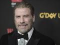 John Travolta má aktuálne bradu.
